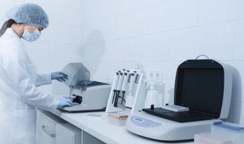 specjalista w laboratorium